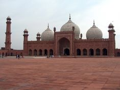 Badshahi Mosque, in Lahore Pakistan ...this mosque is soo goregous mashallah ..want to go back <3 was an amazing site to see
