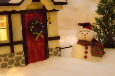 A miniature snowman Miniature Houses, Christmas Stockings, Snowman, Miniatures, Photoshoot, Holiday Decor, Home Decor, Homemade Home Decor, Photo Shoot