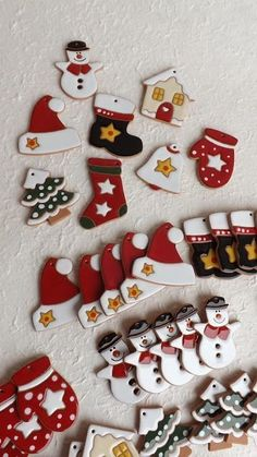 Many people who are interested in pottery find themselves searching for ways to improve their craft, whether they're just getting started or have been p. Ceramic Christmas Decorations, Diy Christmas Ornaments, Christmas Art, Handmade Christmas, Holiday Crafts, Polymer Clay Ornaments, Polymer Clay Crafts, Polymer Clay Christmas, Biscuit