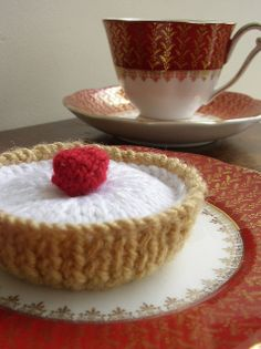 BRAND NEW 6 HAND KNITTED JAM TARTS KNITTING CROTCHET SWEETS CUPCAKES PRE SCHOOL