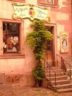 I'll visit la maison de hansi musee boutique in Paris one day, and be oh so content with la vie.
