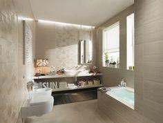 carrelage en beige clair à motifs fins dans la salle de bains élégante