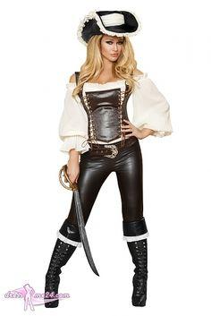 Besuche uns gern auch auf dressme24.com ;-) Piraten Kostüm - Heiße Piraten Braut - Raffiniertes cremefarbenes Top im Carmen Style mit ausgestellten Puffärmel. Braune Corsage mit 2 individuellen Schnürungen vorn. Inklusive dem großem Hut aus weichem Lederimitat mit cremefarbenen Tuch und seitlicher Verzierung. Anschmiegsame 3/4 Caprihose mit Gürtel und Strasssteinschnalle. #Piratenkostüm, #Faschingskostüme, #Damenkostüme