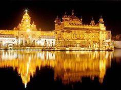 Amritsar vista nocturna del Harmandir Sahib (Templo Dorado)