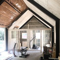 Back to framing the partition walls and the sleeping loft... #barnhousecabin #barn #cabin #cabinporn #cabinbuild #camp #campvibes #cabininthewoods  #tinyhome #tinyhouse #tinyhousebuild #construction #intothewoods #farm #cottage #lodge #cabinjournal #quietplace #framing