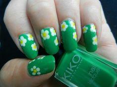 Guten Morgen☀️ Wie gefallen euch meine Gänseblümchen Nägel?  Der grüne Nagellack ist von Kiko Nr. 534 green forest. Er deckt in zwei Schichten und trocknet ziemlich schnell!  #easter #spring #springnails #goodmorning #frühling #frühlingsnägel #bunt #nail #nails #naildesign #nailart #nailpolish #nailpolishjunkie #nagellackjunkie #nagellacksucht #drogerie #cosmetics #cosmetic #like4like #follow #follow4like #nailblogger #blogger #beautyblogger #nailporn #nailsdid #nailswag #nailbeauty #nai