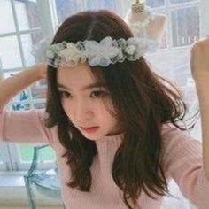 Read ❤Red Velvet❤ from the story ❁ Icons Kpop ❁ by _ggirl (《♡》) with 193 reads. Wattpad, Red Velvet Irene, Poses, Seulgi, Girl Crushes, Korean Girl, Celebrities, Pretty, Icons