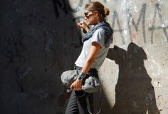 GREY + RED | My Daily Style en stylelovely.com