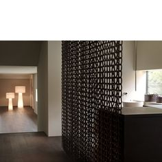 Einfamilienhaus am See di domus mea Room Divider Walls, Room Dividers, Partition Design, Partition Walls, Curtain Divider, Sliding Wall, Villa, Workplace Design, Ceiling Decor