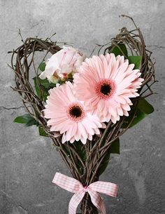 Twig heart frame with Pink Gerbera Daisies. Deco Floral, Arte Floral, Floral Design, Ikebana, Fresh Flowers, Beautiful Flowers, Pink Flowers, Pink Gerbera, Valentines Flowers