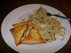 Samosa & eier noedelslaai Spaghetti, Van, Ethnic Recipes, Food, Essen, Meals, Vans, Yemek, Noodle