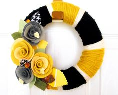 cute wreath, great colors, and the tiny splash of houndstooth is awesome, but there should be more of it :)  {mps}