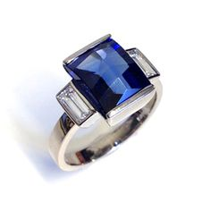 HIGHLIGHT ARTICLE: http://www.fldesignerguides.co.uk/engagement-rings/art-deco/amazing-sapphires-art-deco-jewellery