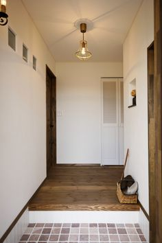 ビター&スイートなお家 Antique Wallpaper, Natural Interior, Small House Design, French Antiques, Oversized Mirror, Entrance, I Am Awesome, Old Things, Furniture
