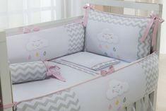 Uma das maiores tendências na decoração infantil atualmente é o quarto de bebê com nuvens. Elas invadiram o cantinho dos pequenos com muita delicadeza e fofura!