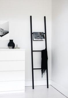 Convierte una escalera en un práctico colgador con este #DIY.