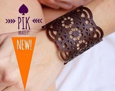 Explora los artículos únicos de PikBracelet en Etsy: el sitio global para comprar y vender mercancías hechas a mano, vintage y con creatividad.