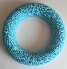 How to Make a Crochet Robin Wreath #christmas #crochet #wreath #robin #fun