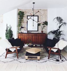 @JustinaBlakeney & Co. Feel free, have fun, decorate wild✌️#JungalowStyle Our book: The New Bohemians. More ideas on the blog!