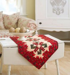 Using a border print makes it easy to whip up this pretty holiday project to  trim your table or delight your secret pal.