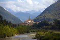 Alpes-de-Haute-Provence: Digne-les-Bains befindet sich auf 600 Meter Höhe im Herzen des geologischen Naturreservats der Haute-Provence und wird Sie bestimmt verzaubern. Pittoreske Gassen, eine Vielzahl von Museen und Ausstellungen, eine wunderbare Flora und Fauna... Geniessen Sie die Kunst des Reisens mit Bontourism®.