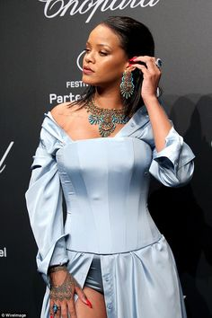 Blue on blue: She rocked a stunning sapphire pear drop ring to coordinate with her ensembl...