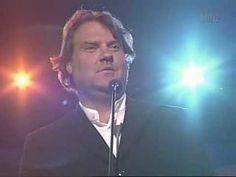 Bryn Terfel sings the Welsh lullaby Suo Gan.