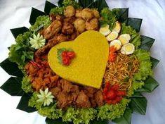 Nasi Kuning Tumpeng Halal Recipes, Healthy Recipes, Food Art Painting, Malaysian Food, Malaysian Recipes, B Food, Catering Food, Indonesian Food, Food Crafts