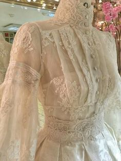Mermaid Bateau Court Train Lace Wedding Dress with Bead Tesettür Gelinlik Modelleri 2020 Vestidos Vintage, Vintage Gowns, Vintage Outfits, Vintage Fashion, Edwardian Fashion, Victorian Dresses, Victorian Gothic, Gothic Lolita, Vintage Beauty