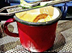 Για ποτό και φαγητό γύρω από το Σύνταγμα - Έξοδος | Ladylike.gr Moscow Mule Mugs, Going Out, Tableware, Ethnic Recipes, Food, Dinnerware, Tablewares, Essen, Meals