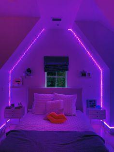 Indie Room Decor, Cute Bedroom Decor, Room Design Bedroom, Room Ideas Bedroom, Wall Decor, Chill Room, Cozy Room, Neon Bedroom, Bedroom Wall