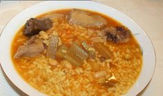 (paella recipe) Duck and Turnip Spanish Rice Soup Ingredients: - 1 kg duck cut in 8 pieces - kg turnips - 1 onion - 2 grated tomatoes - 2 garlic cloves - 300 gr rice - Olive oil - Salt - 5 strands of saffron - water Chicken Paella, Seafood Paella, Spanish Rice, Spanish Food, Best Paella Recipe, Paella Valenciana, Spanish Kitchen, Rice Soup, Daily Meals