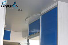 Puertas de aluminio con vinilo en color turquesa. www.furgoplon.com