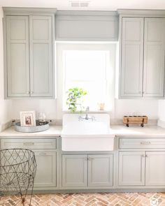 """For a small kitchen """"spacious"""" it is above all a kitchen layout I or U kitchen layout according to the configuration of the space. Laundry Room Cabinets, Grey Kitchen Cabinets, Ikea Kitchen, Kitchen Dining, Laundry Rooms, Brick Floor Kitchen, Kitchen Sink, Room Kitchen, Kitchen Storage"""