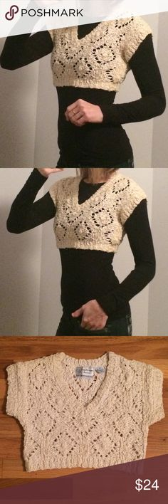 EVAN PICONE Beautiful Hand Knitted Crop Top GREAT CONDITION! The Size says: P for Petite but I would say it's also a Women's XS/Small. Evan Picone Tops Crop Tops