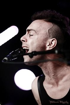 Asaf Avidan: outstanding performance - selling his soul on stage