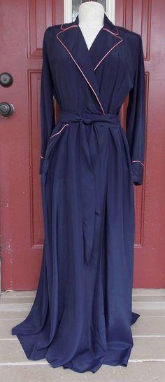 1940s HOLLYWOOD GLAMOUR Housecoat Bathrobe Robe par libbysfabric, $59.95