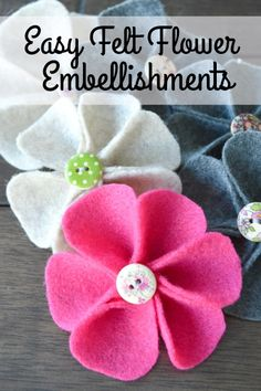 How to Make Felt Flower - Want to make some cute little flowers as embellishments for your sewing projects? Fleece Projects, Sewing Projects For Beginners, Craft Projects, Sewing Tutorials, Sewing Tips, Felt Projects, Fleece Crafts, Sewing Basics, Sewing Hacks