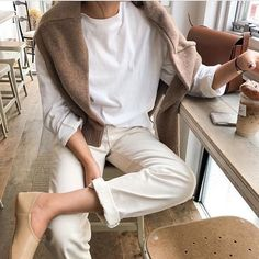 We Want to Live In This Neutral Spring Outfit (Le Fashion) Mode Outfits, Casual Outfits, Fashion Outfits, Fashion Trends, Fashion Styles, Winter Outfits, Fashion Ideas, Summer Outfits, Fashion Tips