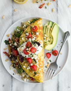 How good does this Greek Quinoa Omelet look?