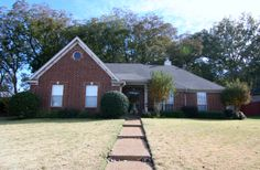155 Village Dr E SOLD by The Memphis Is Home Team! Home Located in Oakland went fast!!