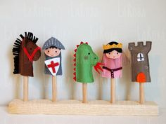 Set of three finger puppets in felt Marionetas de dedo. Set de tres títeres de dedo en by LaRoba Felt Puppets, Felt Finger Puppets, Felt Crafts, Fabric Crafts, Saint George And The Dragon, Puppet Making, Felt Patterns, Pdf Patterns, Felt Toys