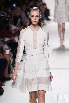Elie Saab - Prêt-à-porter - Printemps-été 2014 - http://www.flip-zone.fr/fashion/ready-to-wear/fashion-houses-42/elie-saab-4204 - ©PixelFormula