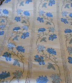47ceaffa6e Hand Crocheted Coverlet Bedspread Vntge Ecru Blue Green Floral Cross Stitch  5869