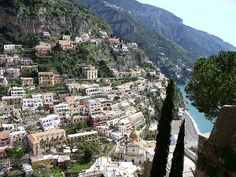 #Photography, #Italy, #travel #Positano - Costiera Amalfitana The whole 'Costiera Amalfitana' stretches for 70 km between Sorrento and Salerno. The best thing to do is just to take little parts of it and walk from town to town. Have some sea food, drink some wine, and.... walk