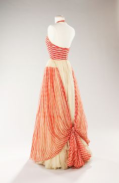 Artist/Maker James Galanos, American, born Philadelphia, Pennsylvania, 1924 (Designer) Date ca. Vintage Outfits, Vintage Gowns, Vintage Mode, 1950s Style, Vogue, 1950s Fashion, Vintage Fashion, Costume Collection, Historical Clothing