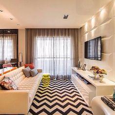 Uma sala super descolada, onde o destaque ficou por conta do tapete... ❤️ Regram @barbarainspira {Projeto: Trê Arquitetura e Design @trearquitetura}