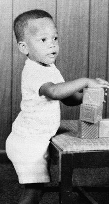 """He's an Academy Award-winning actor,activist, comedian, incredible singer and his real name is """"Eric Marlon Bishop"""". Can you guess who this little one might have turned out to be? Celebrity Bodies, Celebrity Kids, Celebrity Pictures, Young Celebrities, Celebs, Baby Photo Gallery, Childhood Photos, Baby Faces, Portraits"""