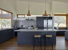 Australian Retreat Designed to Encourage a Laid-back Lifestyle Ideal kitchen layout, extend tall cup Architecture Awards, Architecture Photo, House Architecture, Roof Design, House Design, Clad Home, Grey Furniture, Kitchen Layout, Kitchen Sink