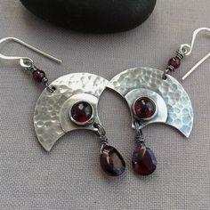 Oxidized Silver Earrings with Garnet gemstones. #SilverJewelry